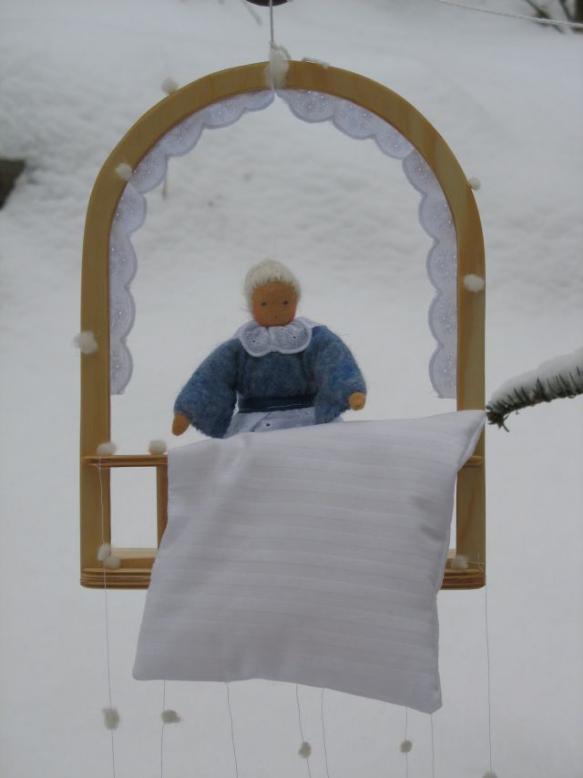 jahreszeitentisch herbst winter edda puppen und filz. Black Bedroom Furniture Sets. Home Design Ideas